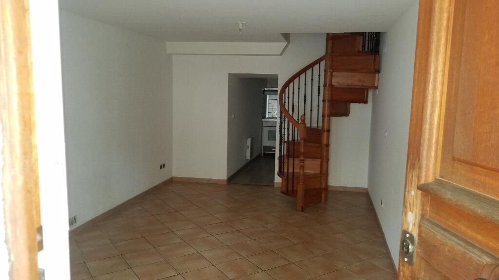 Appartement à louer 3 58.48m2 à Marignane vignette-1