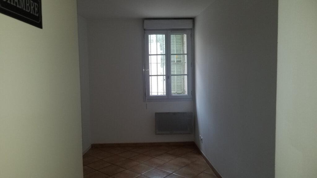 Appartement à louer 3 58.48m2 à Marignane vignette-4