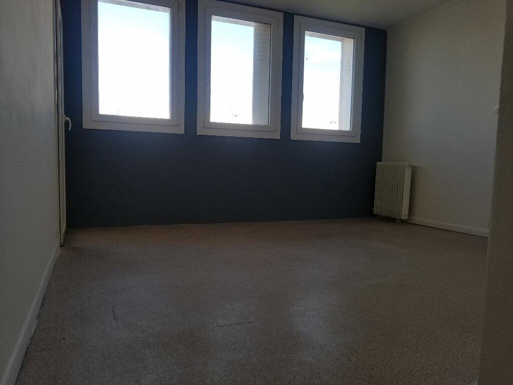 Appartement à louer 3 54.37m2 à Marignane vignette-4