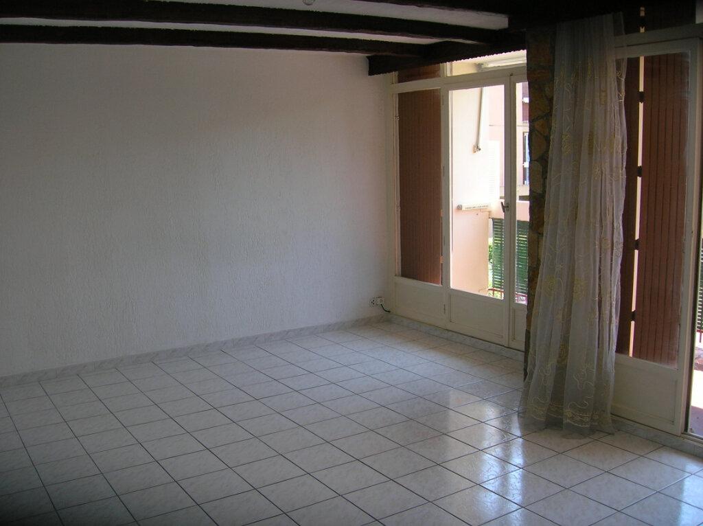 Appartement à louer 4 73.59m2 à Marignane vignette-1