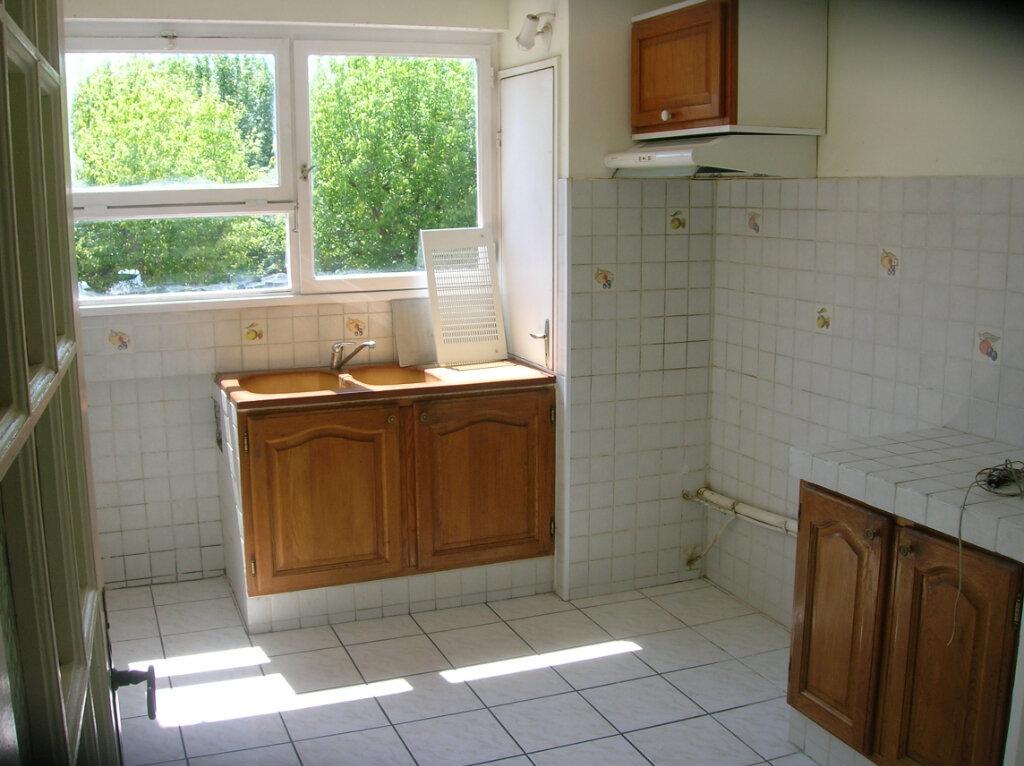 Appartement à louer 4 73.59m2 à Marignane vignette-2