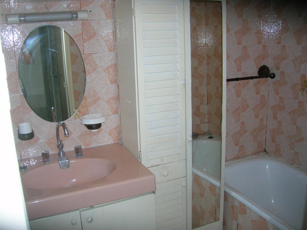 Appartement à louer 4 73.59m2 à Marignane vignette-3