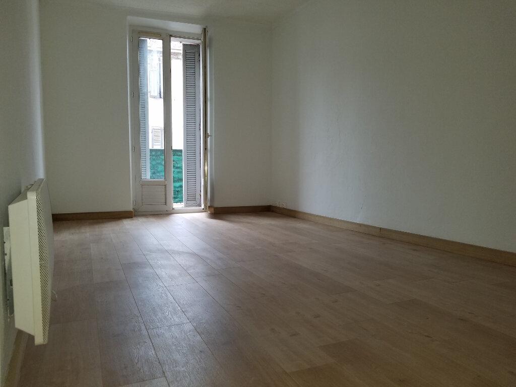 Appartement à louer 3 55m2 à Marignane vignette-1