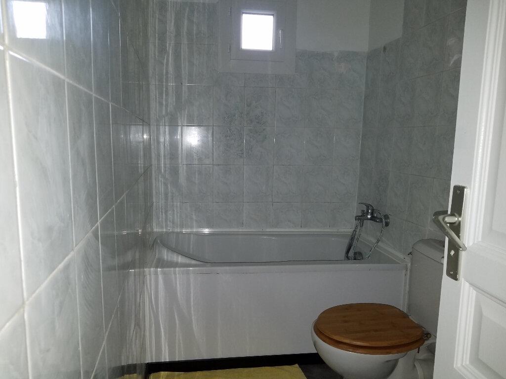 Appartement à louer 3 55m2 à Marignane vignette-4