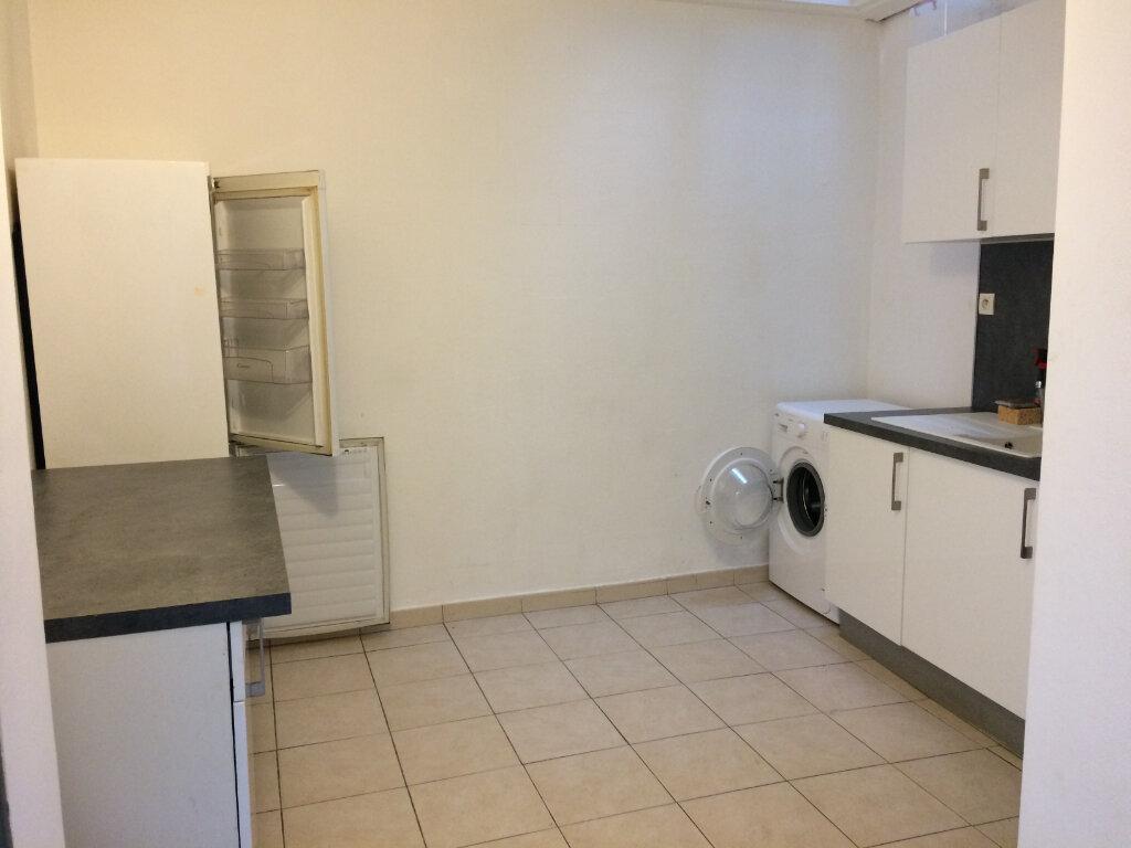 Appartement à louer 2 42.83m2 à Marignane vignette-2