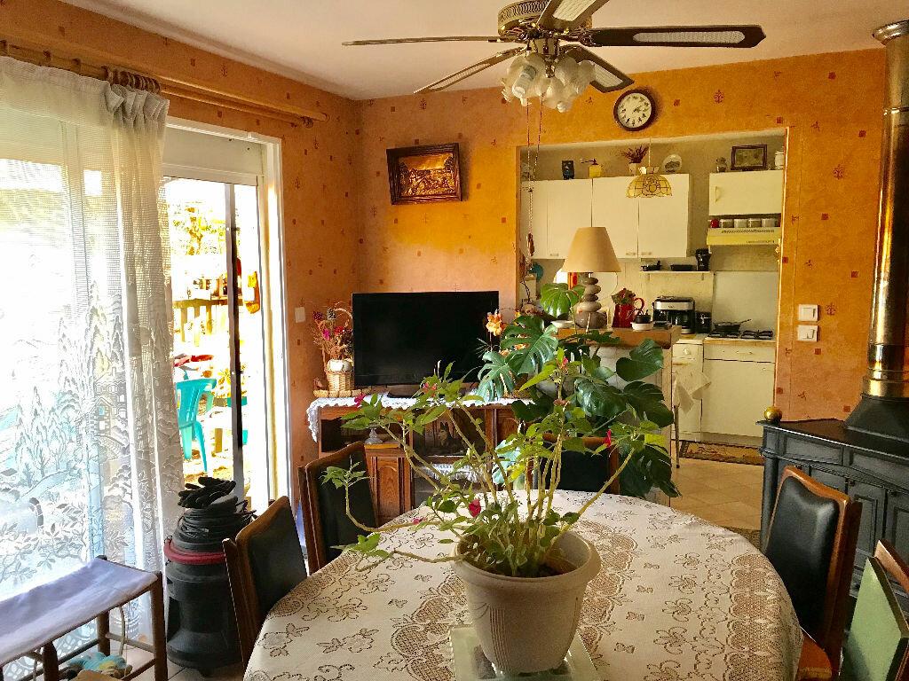 Maison à vendre 3 65m2 à Chartrier-Ferrière vignette-5