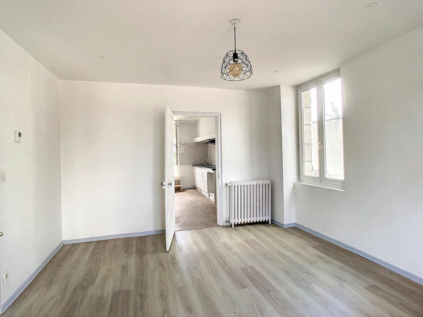 Appartement à louer 3 69m2 à Malemort-sur-Corrèze vignette-2
