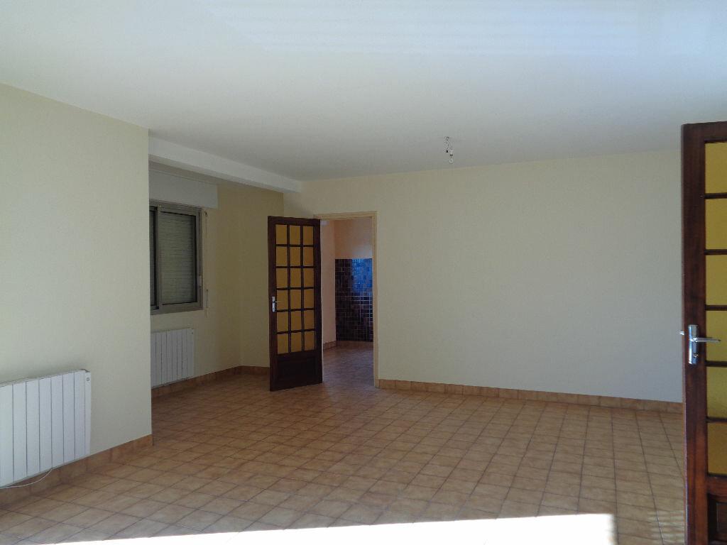 Appartement à louer 3 85m2 à Brive-la-Gaillarde vignette-1