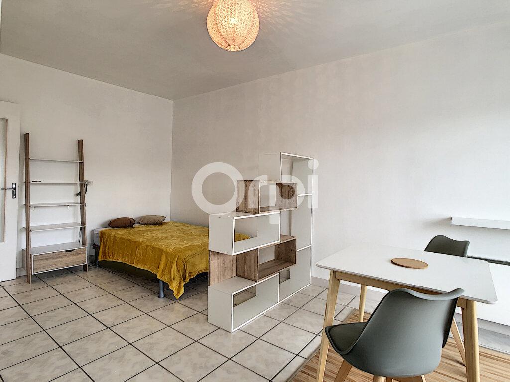 Appartement à louer 1 27m2 à Brive-la-Gaillarde vignette-1
