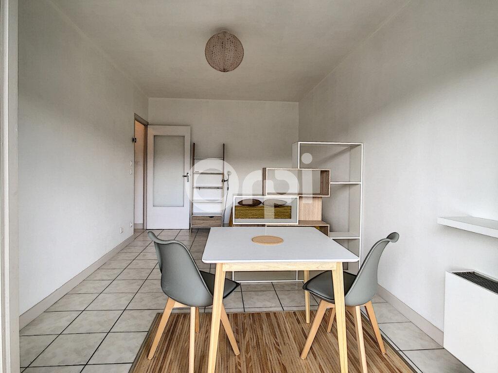 Appartement à louer 1 27m2 à Brive-la-Gaillarde vignette-2