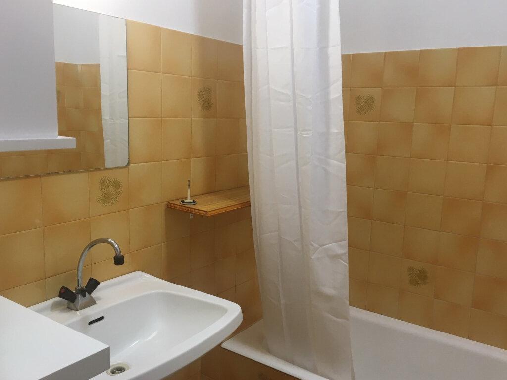 Appartement à louer 1 27m2 à Brive-la-Gaillarde vignette-5