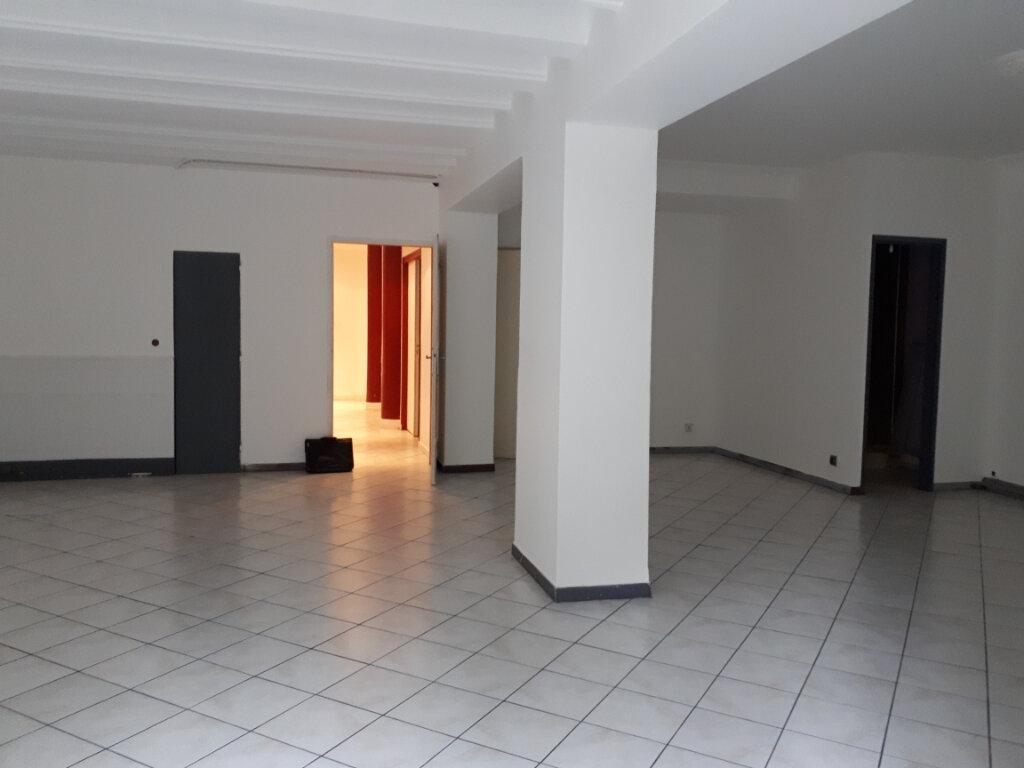 Maison à louer 7 150m2 à Beaumont-de-Lomagne vignette-1