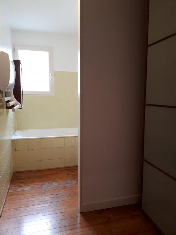 Appartement à louer 3 122m2 à Beaumont-de-Lomagne vignette-4