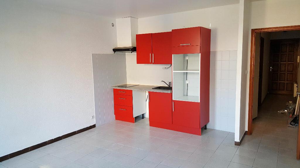Appartement à louer 2 42.57m2 à Beaumont-de-Lomagne vignette-1