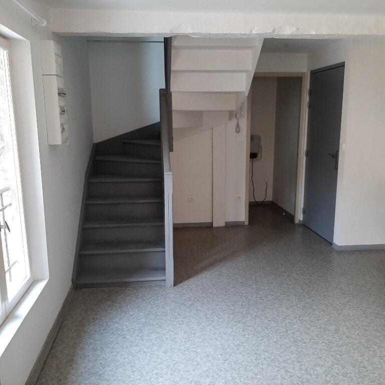 Appartement à louer 2 50m2 à Beaumont-de-Lomagne vignette-1