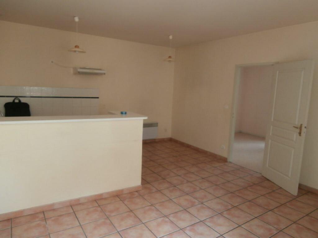 Appartement à louer 3 64m2 à Moissac vignette-1