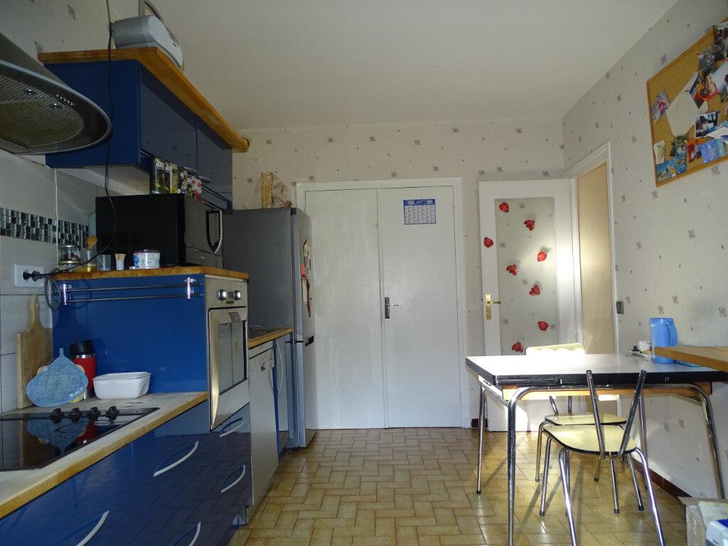 Appartement à vendre 4 92.66m2 à Saint-Étienne vignette-1