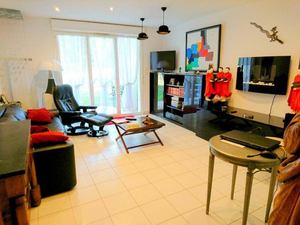 Appartement à vendre 3 64m2 à Royan vignette-1