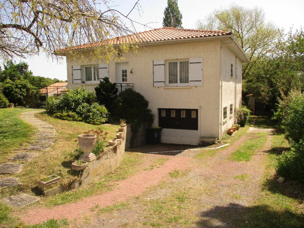 Maison à vendre 6 192m2 à Royan vignette-1