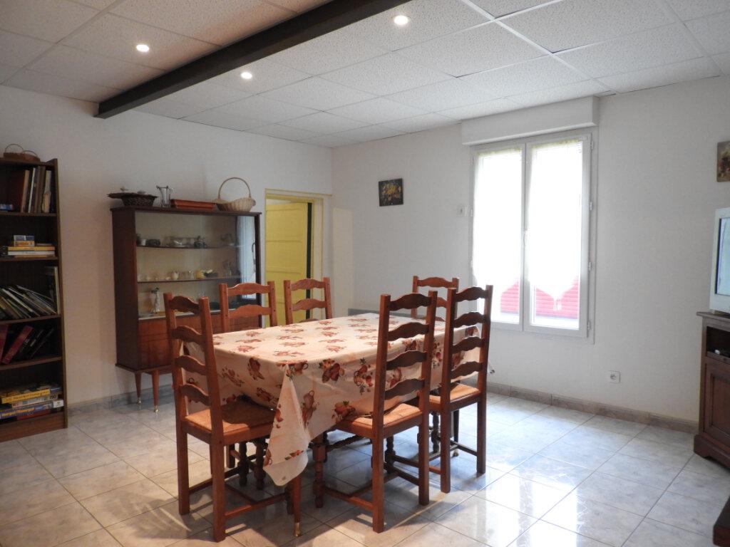 Maison à vendre 8 182m2 à Saint-Palais-sur-Mer vignette-6