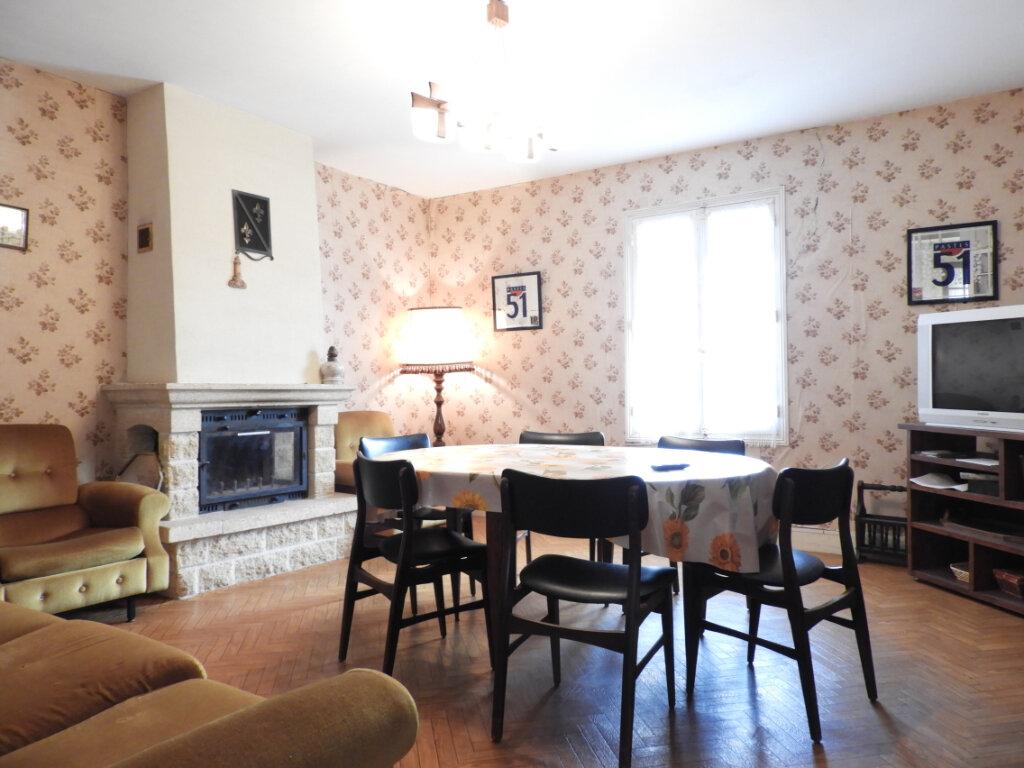 Maison à vendre 8 182m2 à Saint-Palais-sur-Mer vignette-13