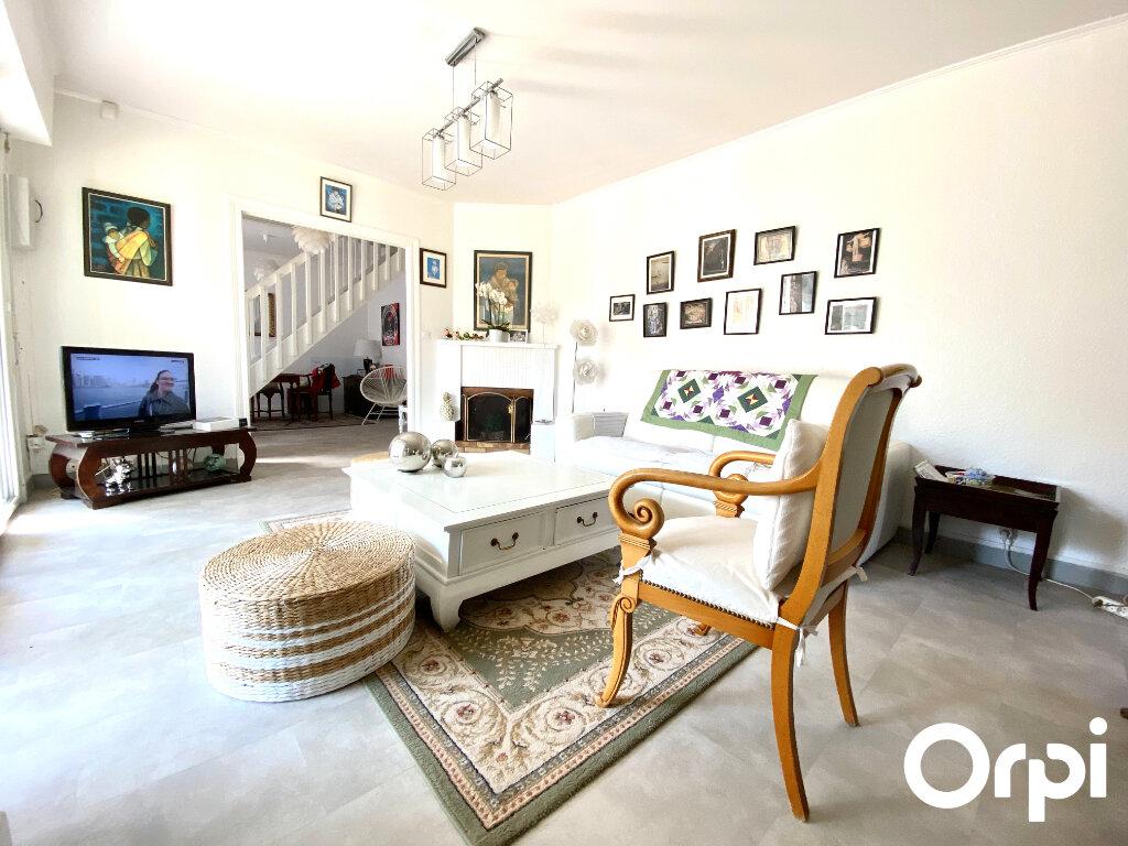 Maison à vendre 8 150m2 à Saint-Palais-sur-Mer vignette-3