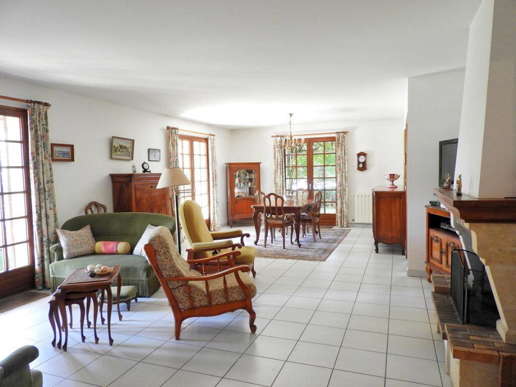Maison à vendre 6 183m2 à Saint-Palais-sur-Mer vignette-3