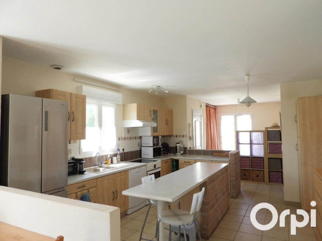 Maison à vendre 5 117m2 à Saint-Palais-sur-Mer vignette-3