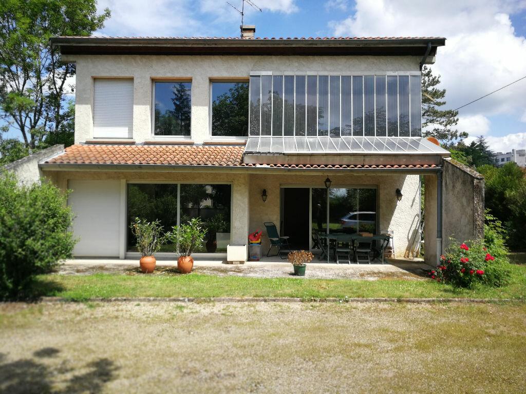 Maison à vendre 9 225m2 à Bourg-en-Bresse vignette-1