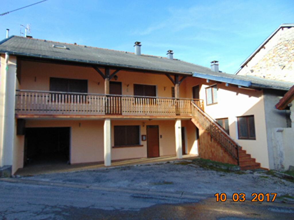 Maison à vendre 10 204m2 à Cormaranche-en-Bugey vignette-1