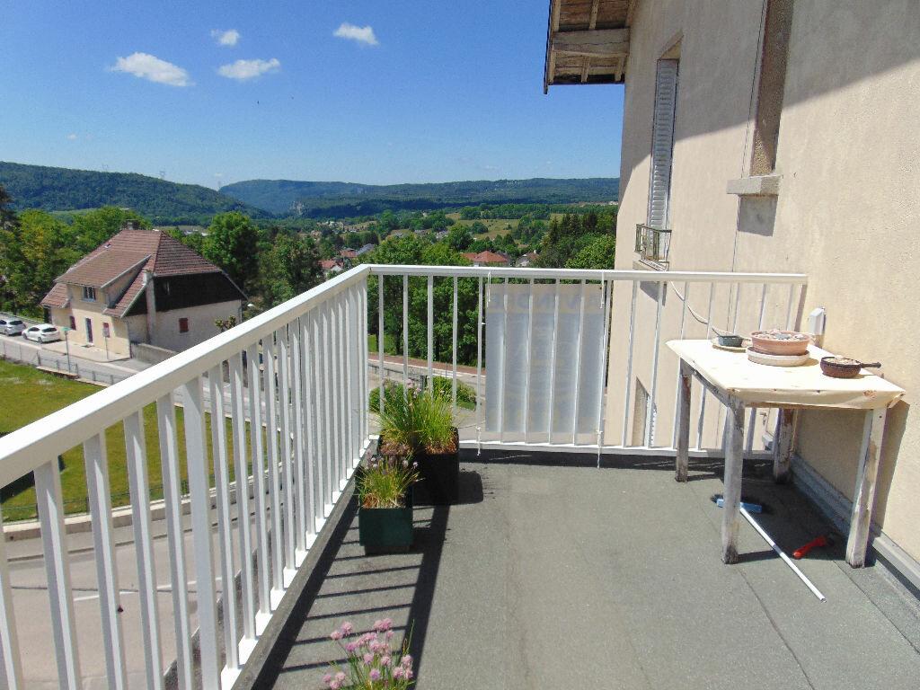 Appartement à vendre 4 65.3m2 à Hauteville-Lompnes vignette-2
