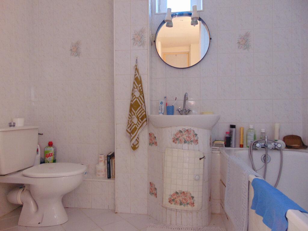 Appartement à vendre 4 65.3m2 à Hauteville-Lompnes vignette-11