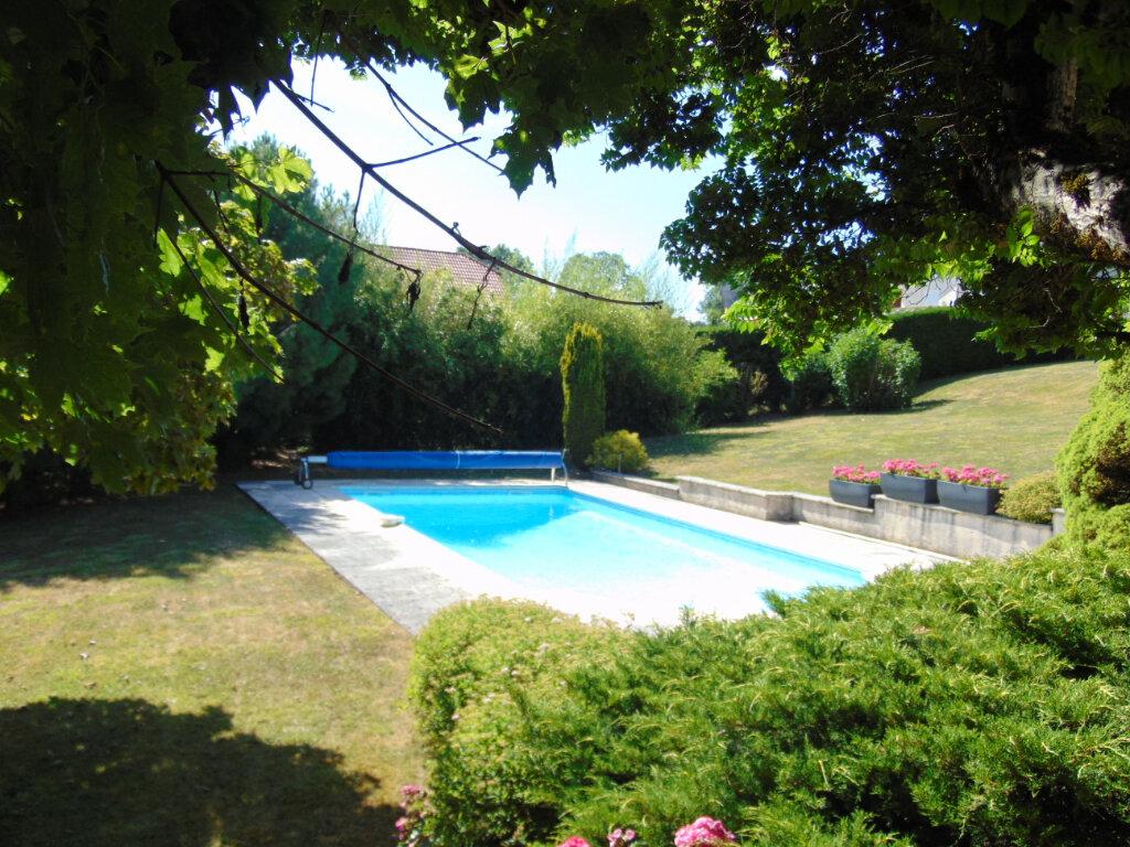 Maison à vendre 7 193m2 à Hauteville-Lompnes vignette-3