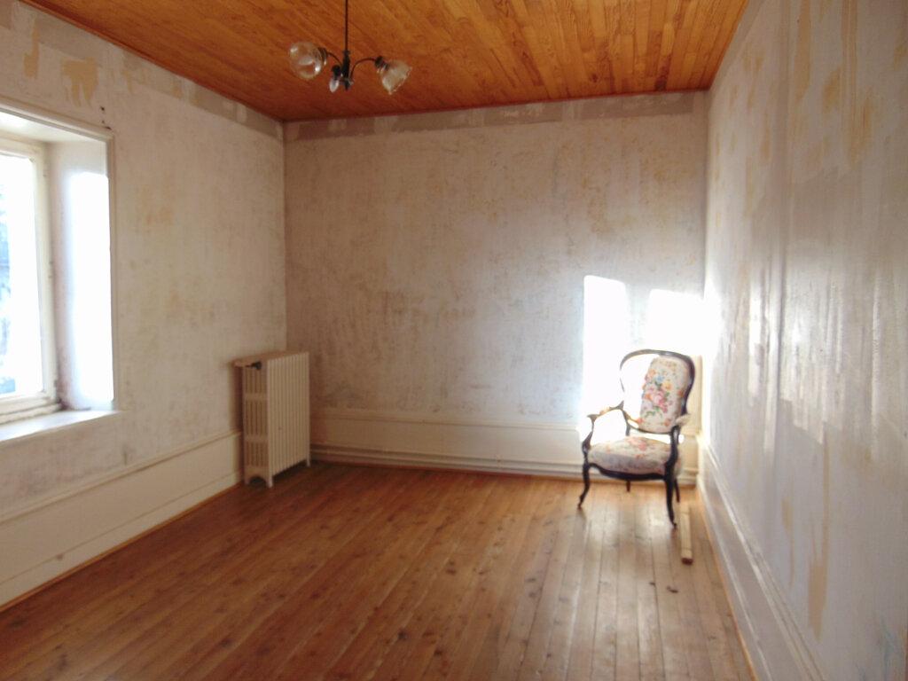 Appartement à vendre 5 92.38m2 à Hauteville-Lompnes vignette-3