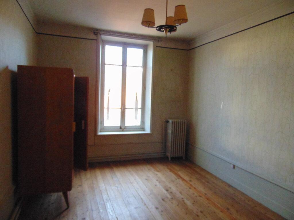 Appartement à vendre 5 92.38m2 à Hauteville-Lompnes vignette-5