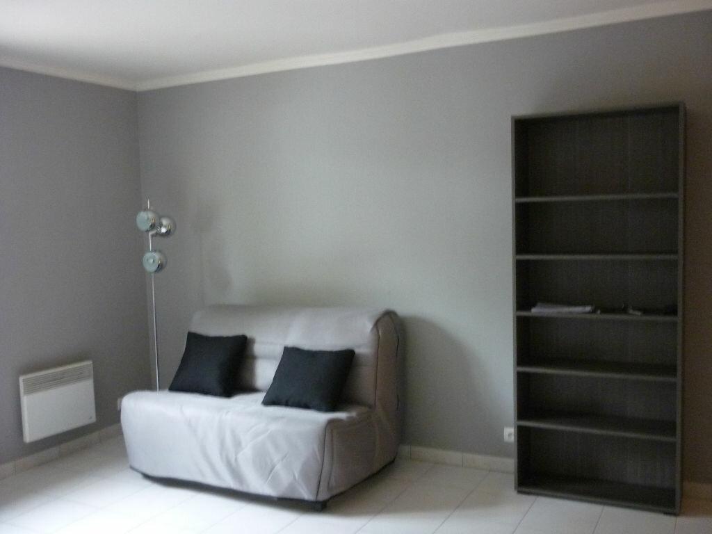 Appartement à louer 1 27m2 à Dijon vignette-1