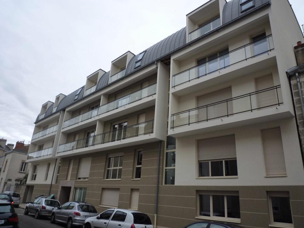 Appartement à louer 2 45.98m2 à Dijon vignette-1