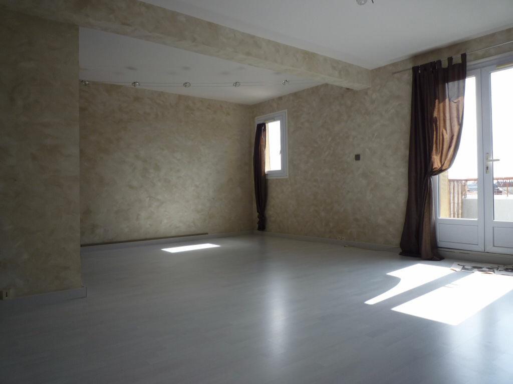 Appartement à louer 4 62.01m2 à Dijon vignette-1