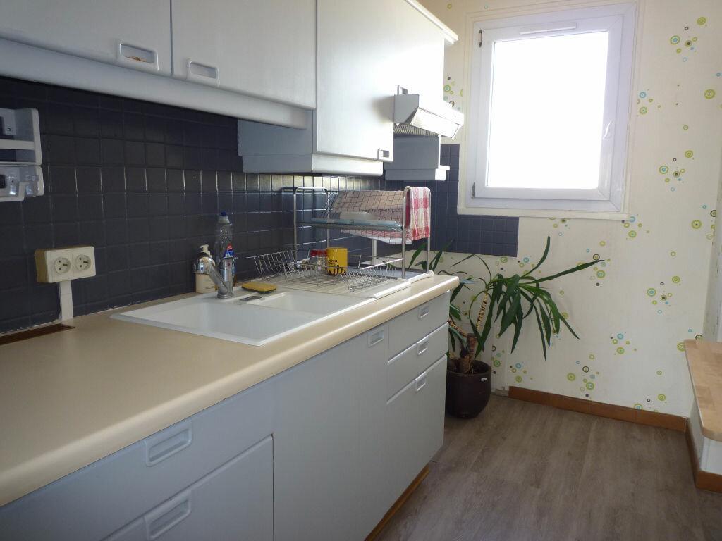 Appartement à louer 4 62.01m2 à Dijon vignette-2