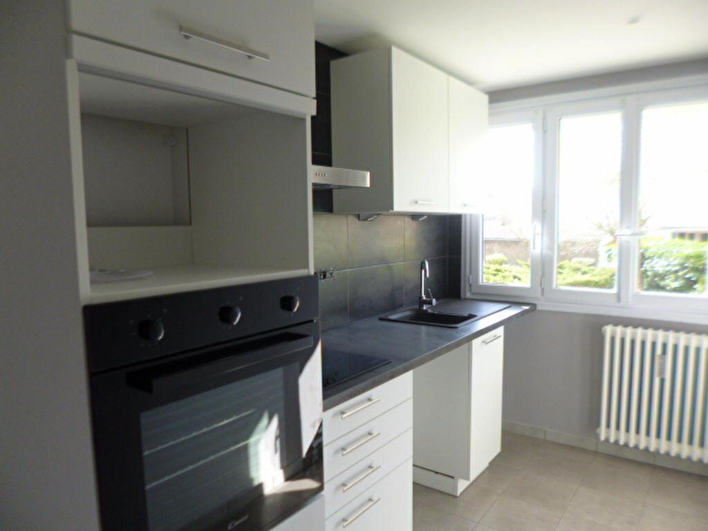 Appartement à louer 3 51.61m2 à Dijon vignette-1
