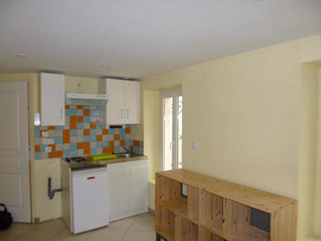 Appartement à louer 1 18m2 à Dijon vignette-3