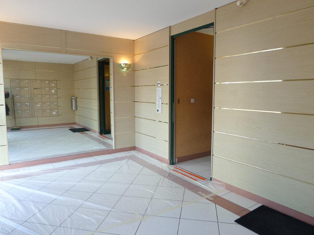 Appartement à louer 2 50.88m2 à Dijon vignette-2
