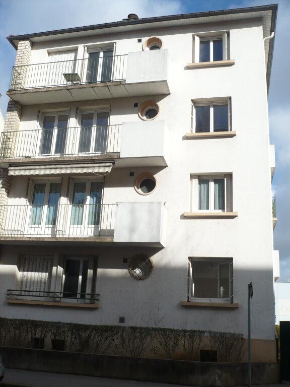 Appartement à louer 4 64.69m2 à Dijon vignette-1