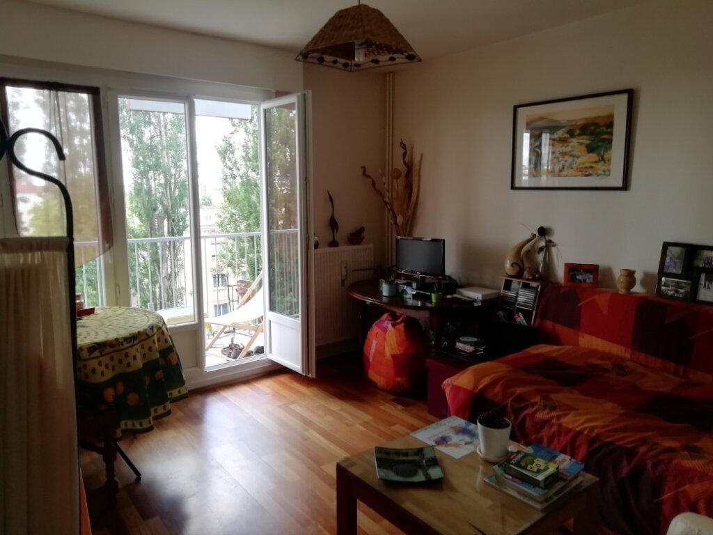 Appartement à louer 1 30.17m2 à Dijon vignette-1
