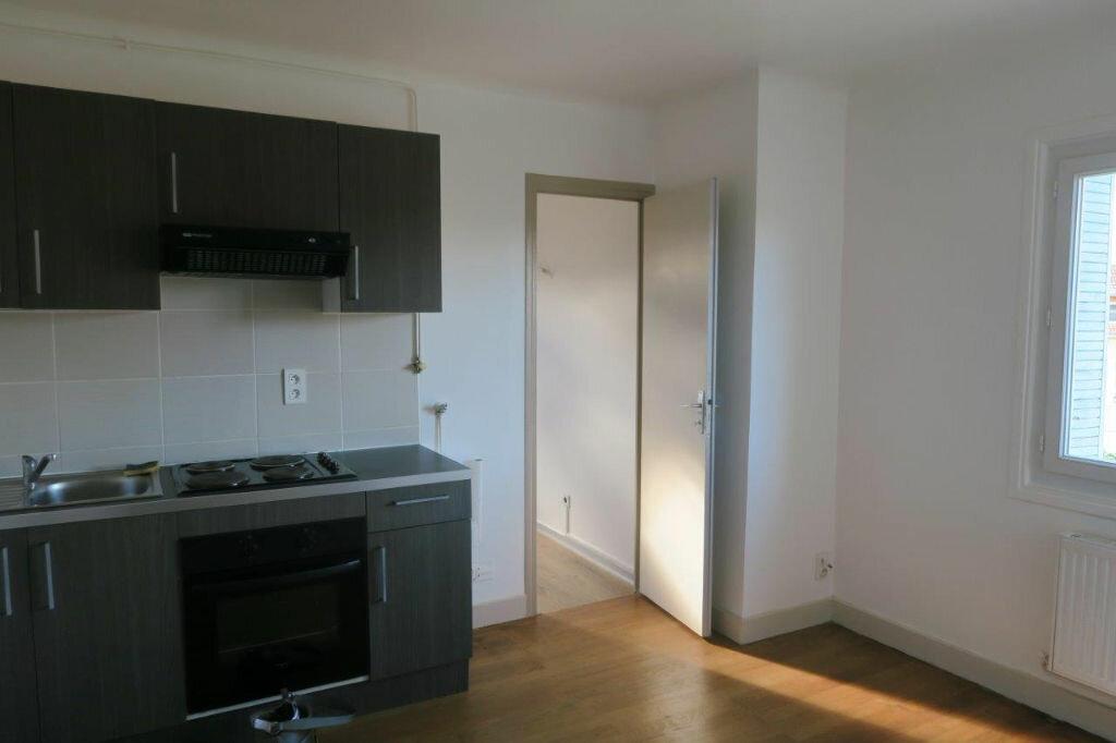 Appartement à louer 2 42m2 à Montrevel-en-Bresse vignette-2