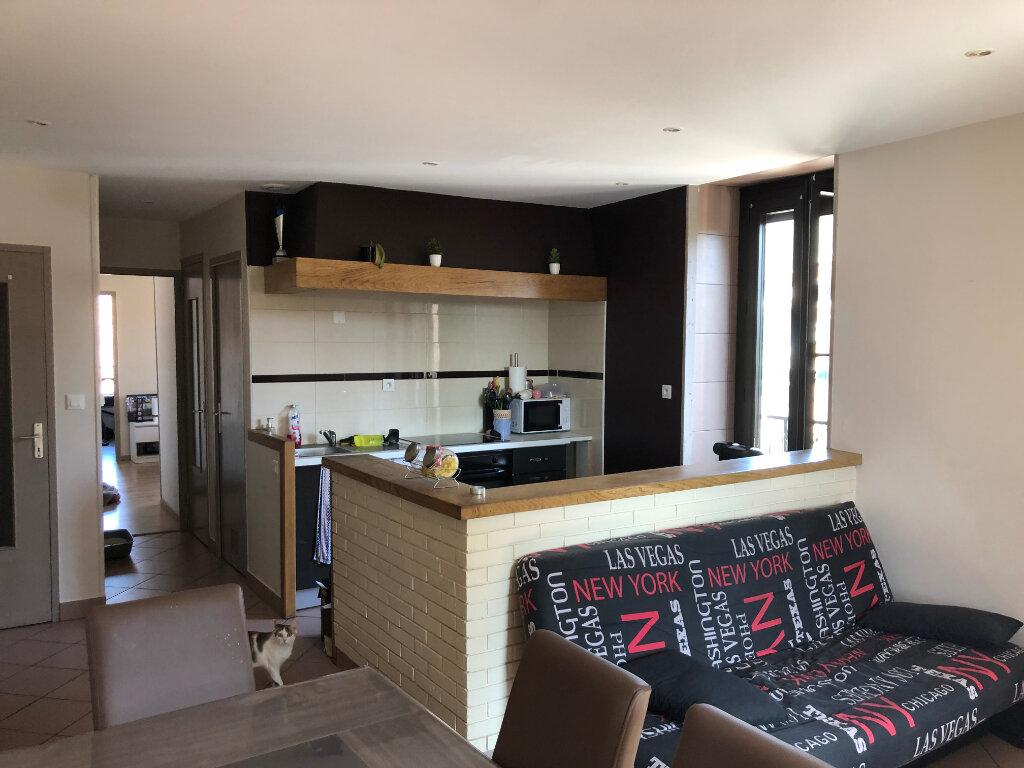 Appartement à louer 3 55m2 à Montrevel-en-Bresse vignette-2