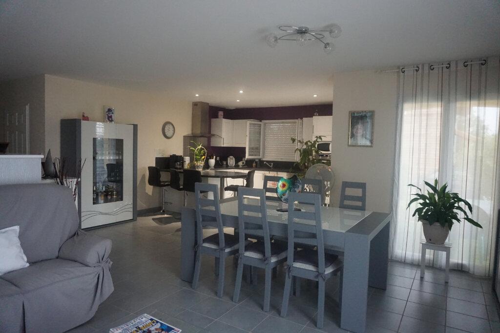 Maison à vendre 4 101m2 à Montrevel-en-Bresse vignette-2