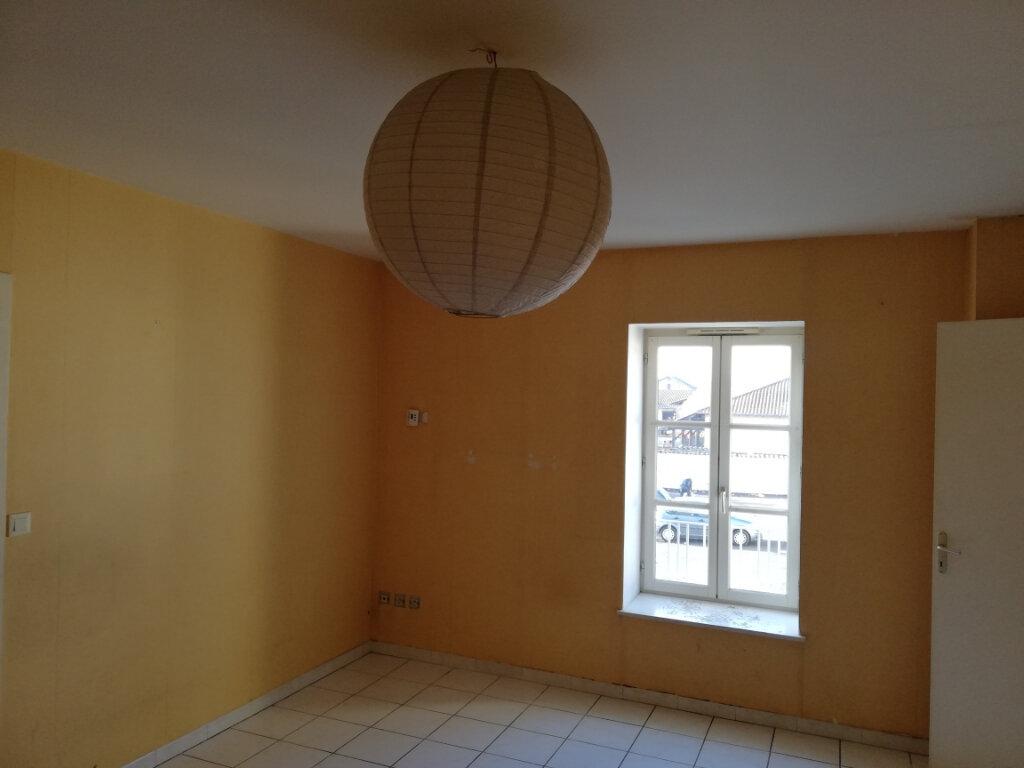 Appartement à vendre 4 74m2 à Pont-de-Veyle vignette-2