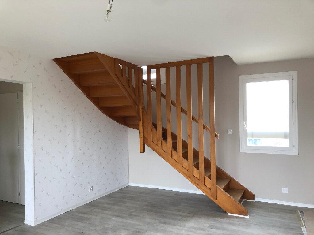 Appartement à vendre 4 80m2 à Montrevel-en-Bresse vignette-2