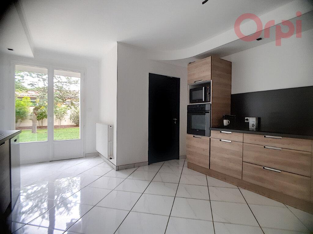 Maison à vendre 8 240m2 à Curtafond vignette-5